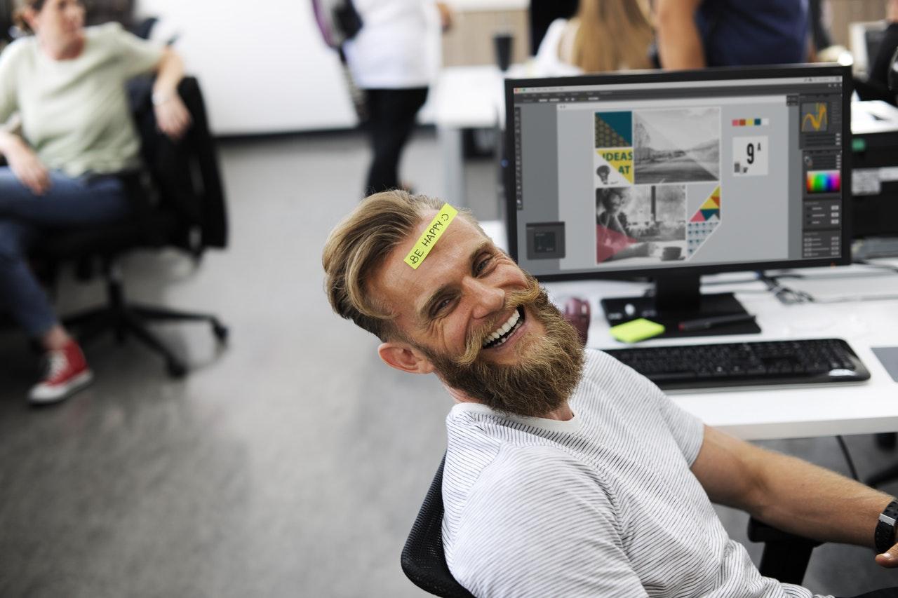 Glad man på jobbet